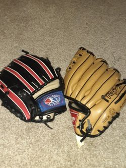 Baseball Glove Left And Right Hand for Sale in Everett,  WA