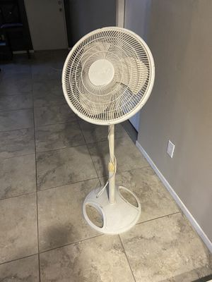 Standing oscillating fan for Sale in El Cajon, CA