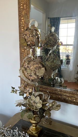 """Beautiful Topiary gold tone Christmas arrangements 30"""" inches long (2) for Sale in Plainfield, IL"""