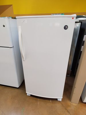 Upright freezer Whirlpool white color for Sale in Covina, CA