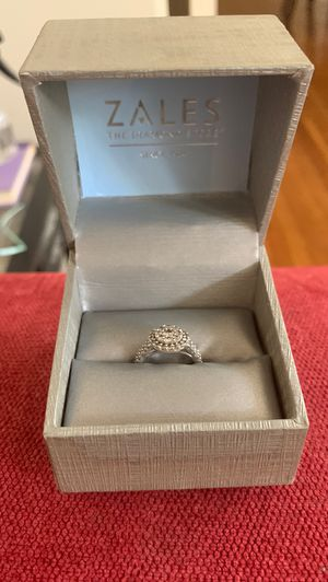 Women's 14kt white gold engagement ring - 1ct total diamond count. for Sale in St. Louis, MO