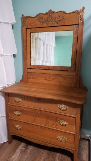 Antique oak dresser with tilt frame mirror for Sale in Rivergrove, OR