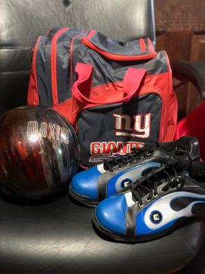 New York Giants bowling bag with Maxim bowling ball for Sale in Bailey's Crossroads, VA