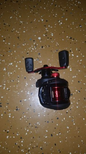 Abu Garcia Black Max Low Profile Baitcast Fishing Reel. for Sale in Indianapolis, IN