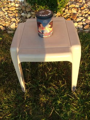 SMALL PLASTIC TABLE..SEAT..PLANT STAND for Sale in Monroeville, PA