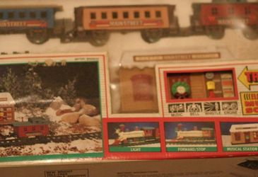 MainStreet New Bright 1993 Christmas Music Tunes Locomotive Sounds #171 Trains In Box for Sale in Hicksville,  NY