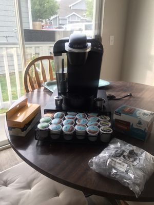 Keurig K-Cup Pod coffee maker, 40 k-cups, water filters, k-cup storage drawer, k-cup reusable filters for Sale in Arvada, CO