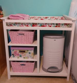 White Changing Table and changing pad for Sale in Cypress Gardens, FL