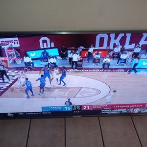 60 inch Samsung Smart TV works very well beautiful picture for Sale in Phoenix, AZ