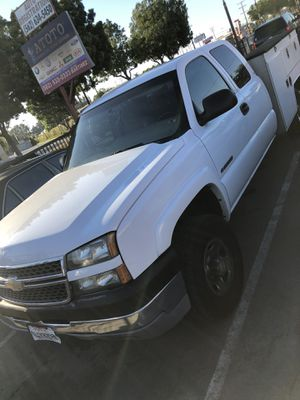 2005 Chevy Silverado 2500hd utility truck for Sale in Bellflower, CA