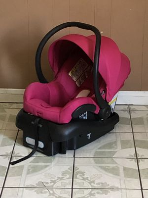 PRACTICALLY NEW MAXI COSI INFANT CAR SEAT for Sale in Riverside, CA