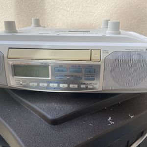 Under counter top radio and CD combo, for Sale in Jupiter, FL
