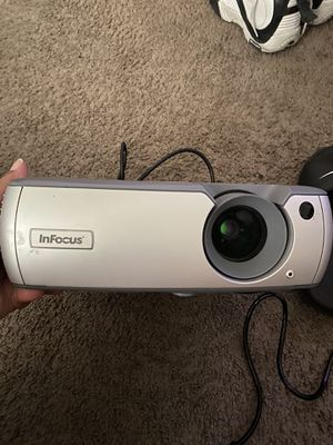 Infocus lp540 projector screen for Sale in Avondale, AZ