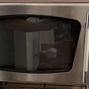 Emerson Microwave 0.9 Cu MW8992SB 900 Watt for Sale in Queens, NY