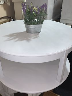 COFFEE TABLE THAT SWIVELS for Sale in Orlando,  FL