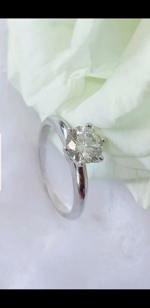 1 CT SILVER MOISSANITE SOLITAIRE RING for Sale in Perris, CA