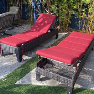 Two Outdoor chaise Lounge Chairs for Sale in Manhattan Beach, CA