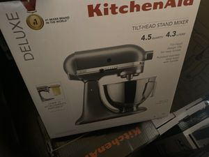 KitchenAid - Deluxe 4.5 Qt. Tilt-head Stand Mixer - Silver for Sale in Los Angeles, CA