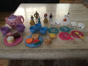 Girls toys & Blu-ray movie frozen 1 for Sale in Lewisville, TX