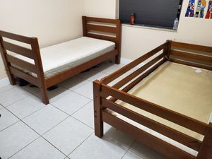 Pair of twin beds for Sale in Hialeah, FL