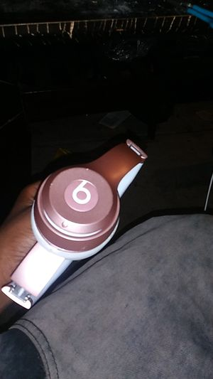 Beats solo 2 wireless for Sale in Columbus, OH