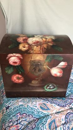 Small vintage hand painted trunk for Sale in Euharlee, GA