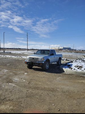 Toyota tacoma 2000 for Sale in Dublin, OH