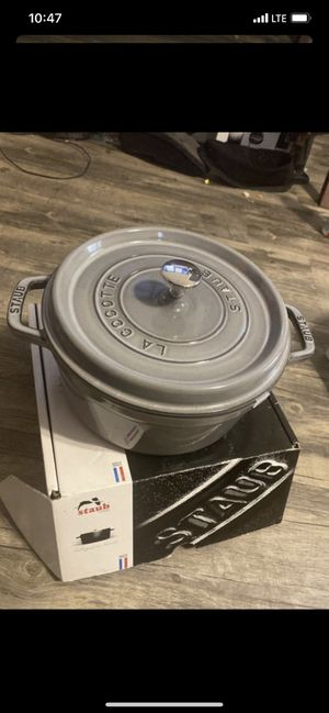 Staub Round Cocotte 4 QT for Sale in Los Angeles, CA