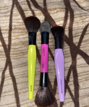 Makeup brushes set for Sale in Los Angeles, CA