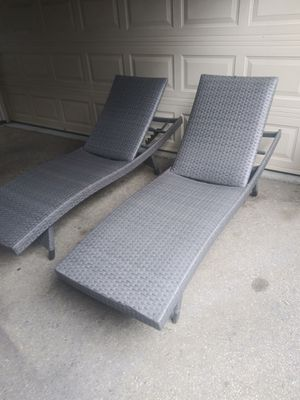 Outdoor patio chaise lounging chairs , pool furniture loungers for Sale in Los Angeles, CA