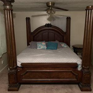 King size Bedroom Set for Sale in Garner, NC