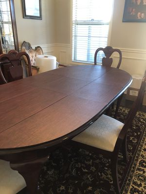 Dining Room Table w/4chairs and hutch for Sale in Cumming, GA