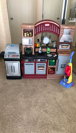 Kids kitchen with barbecue for Sale in Santa Ana, CA