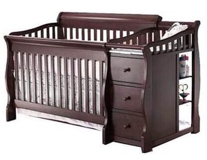 Like new convertible crib with changer. for Sale in Pawtucket, RI