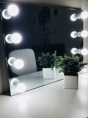 New HOLLYWOOD MIRROR ( LUXURY FRAMELESS) for Sale in Algonquin, IL