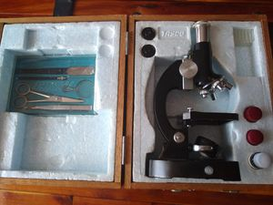 Vintage - Microscope Kit - Tasco de luxe in Wood Case ( Made in Japan ), Has 2 lenses 10x , 20x. And original accessories. for Sale in Hialeah, FL