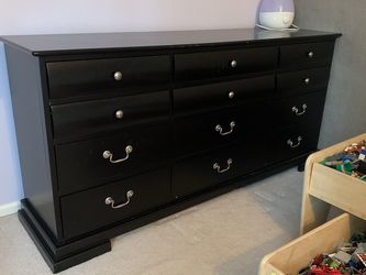 Solid Wood Dresser for Sale in Kirkland,  WA