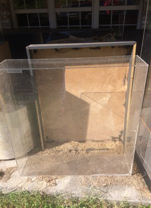 Plastic container for display for Sale in Knoxville, TN