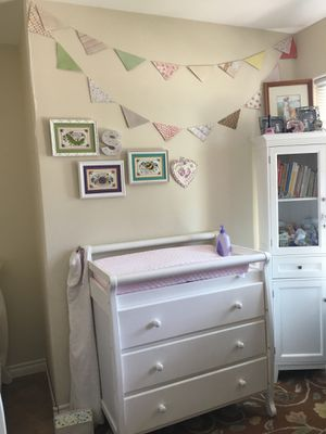 Convertible crib and changing table dresser for Sale in Corona, CA