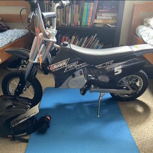 Brand New RazorDirtBike , Includes Helmet , Knee Pads Arm Pads for Sale in Temple Hills, MD