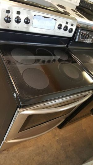 FRIDGEDIARE STAINLESS STEEL STOVE for Sale in Woodbridge, VA