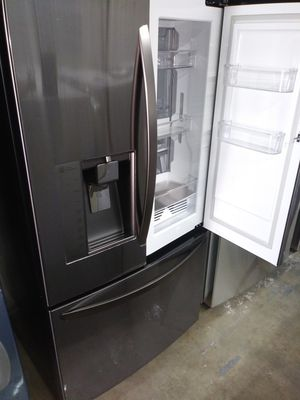 🌅LG refrigerator black stainless steel door Chow case nice🌅 for Sale in Houston, TX