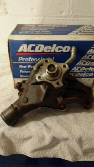 1996-2002 chevy express water pump for Sale in Cleveland, OH