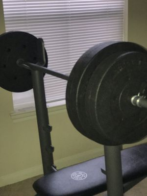 Gold's Gym Bench press / Weight Set. FAIRLY USED for Sale in Houston, TX