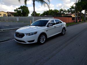 2013 Ford taurus for Sale in Hialeah, FL