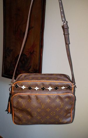 Authentic Louis Vuitton Nile GM Shoulder or Crossbody Bag for Sale in Los Angeles, CA