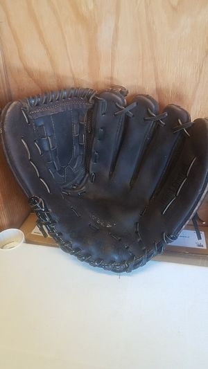 "Baseball Fielder Gloves - CPX-900 12"" Oiled Leather Pro Glove for Sale in Whittier, CA"