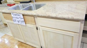 Kitchen cabinet 5 feet for Sale in Vernon, CA