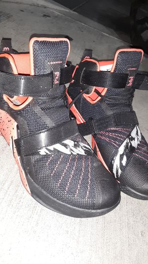 Lebron James Nike zoom shoes for Sale in Riverside, CA