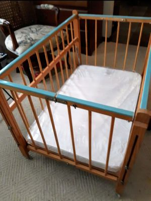 Baby Crib Bed & Mattress& Sheets for Sale in Glendale Heights, IL